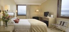 Hotel Cabo de Hornos - Bedroom