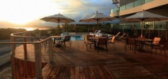 Iguana Crossing Boutique Hotel - Deck pool