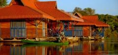 Uakari Floating Lodge - external view